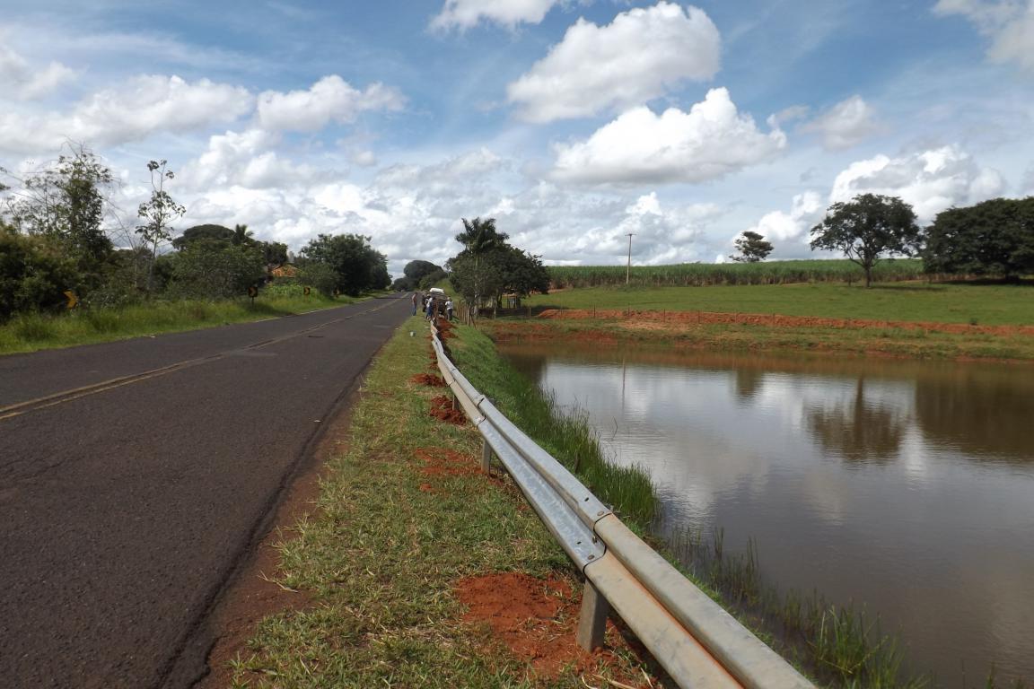 Du Lourenço determina construção de Guard-Rail em represa da vicinal José Jerônimo de Paula