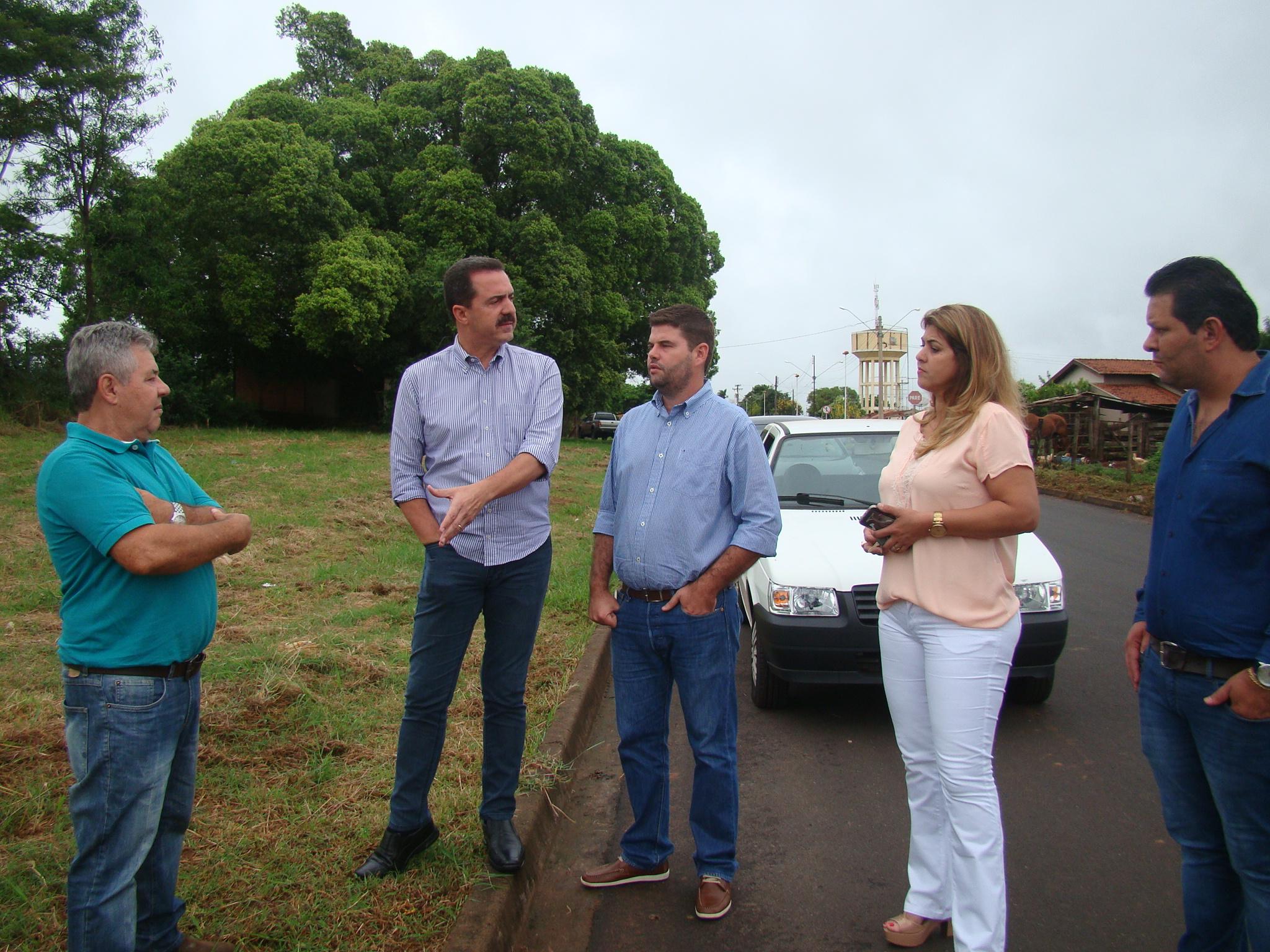 O prefeito Du Lourenço, recepcionou o deputado junto de sua vice Mônica Borguesan, de seu chefe de gabinete Junior Naliati e do diretor de obras José Cândido Soler Lourenço, o engenheiro civil Bartolo.