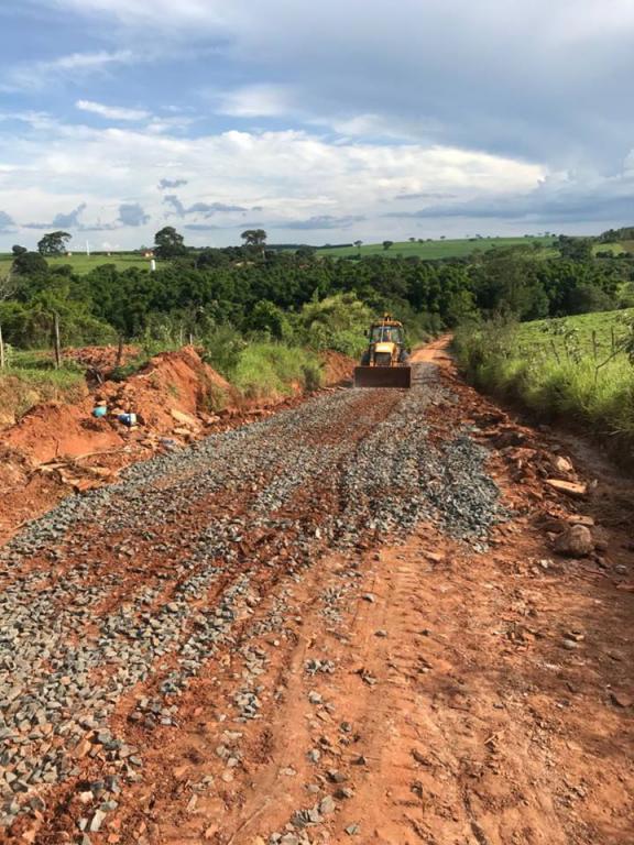Estradas rurais de Bálsamo em reparos