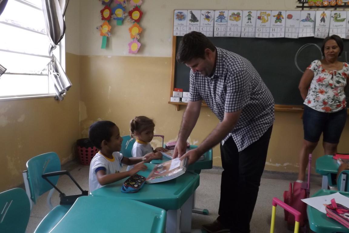 815 apostilas nas escolas municipais