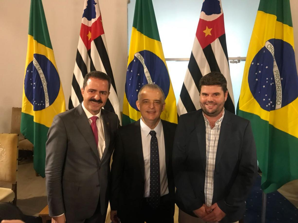 Du Lourenço vai a São Paulo e assina convênios