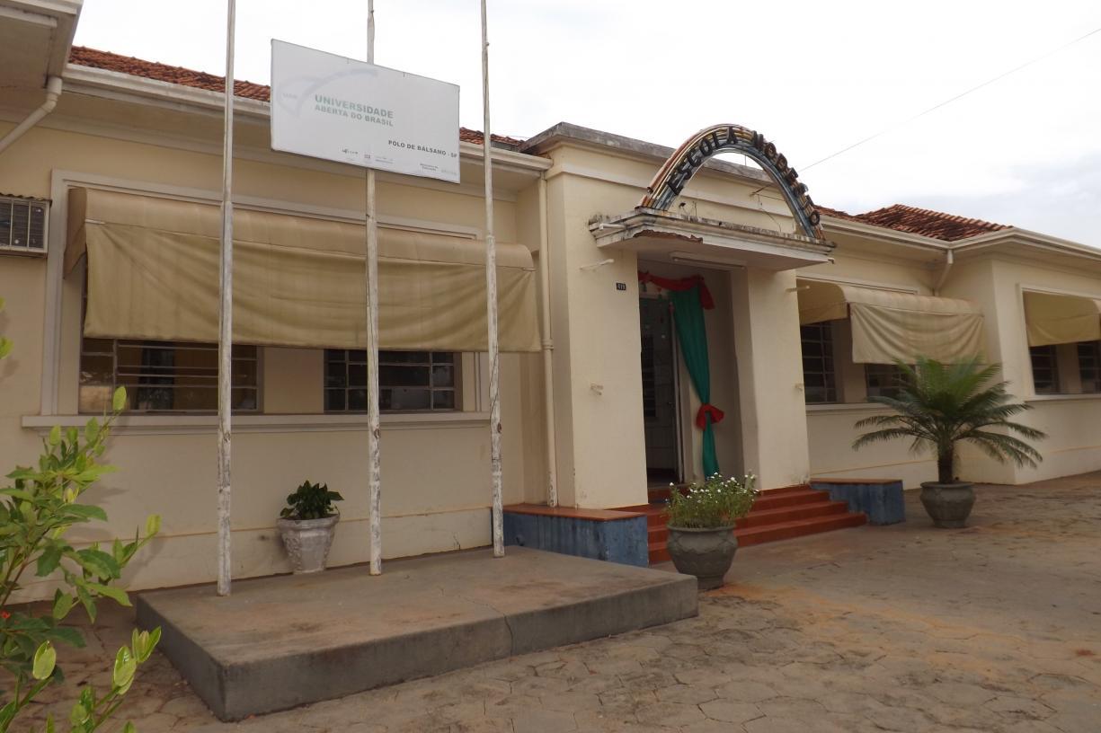 Escola Modesto passa por reforma