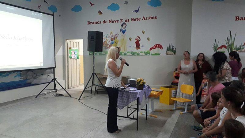 João Flores realiza reunião
