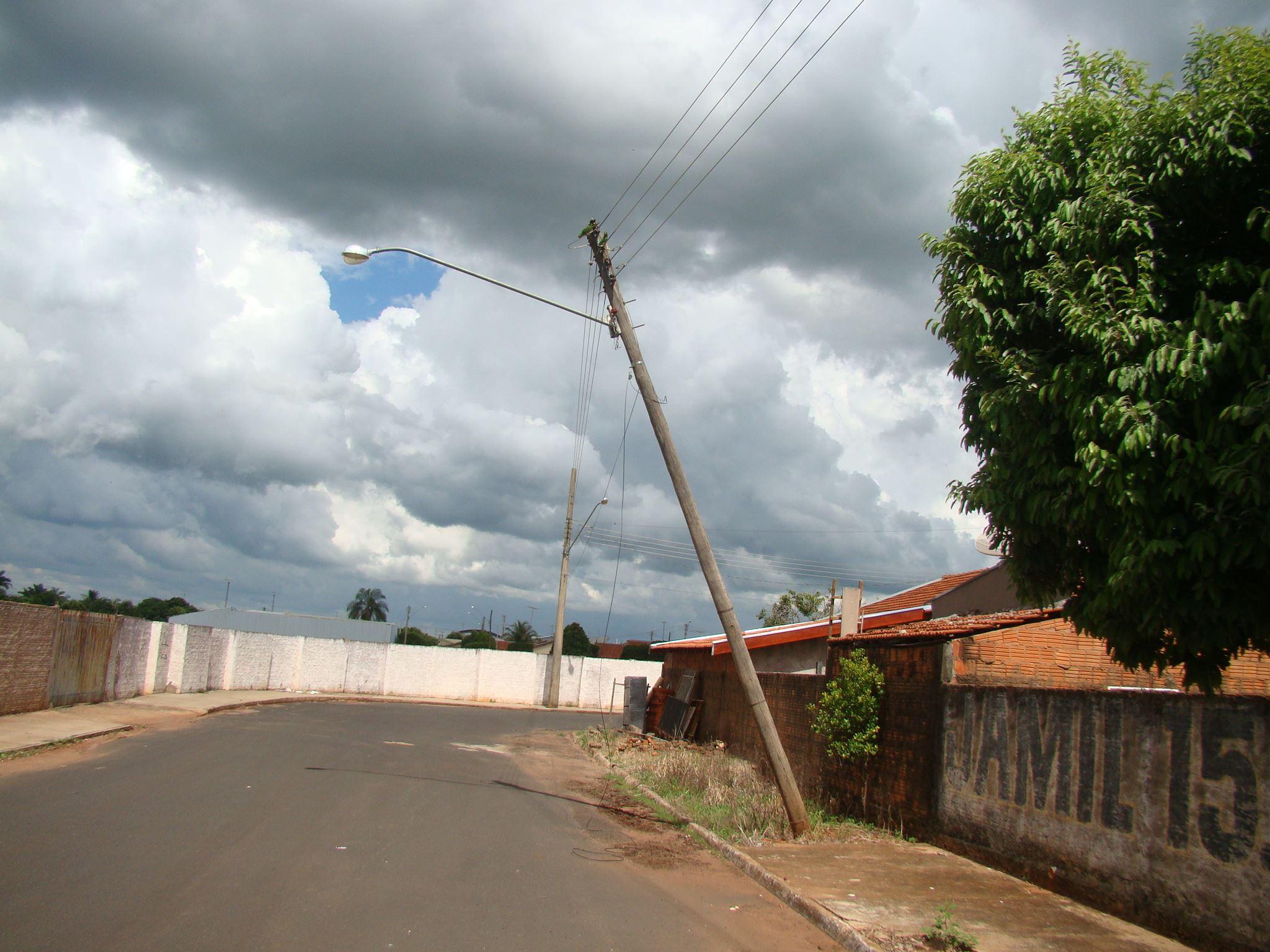 Prefeitura oficializa CPFL Energia sobre riscos de postes no São Luiz