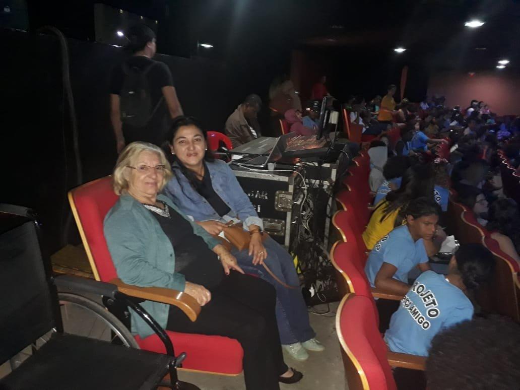 Grupo de Teatro do CCI de Bálsamo assiste Peça Teatral no FIT