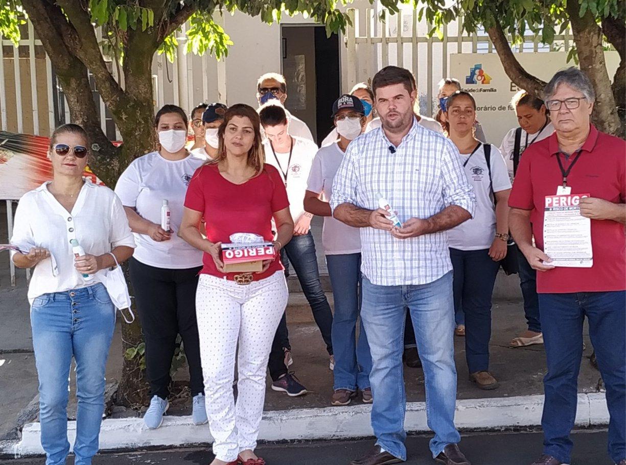 Ações de combate ao Coronavírus em Bálsamo entregam álcool em gel e máscaras para moradores e industriais