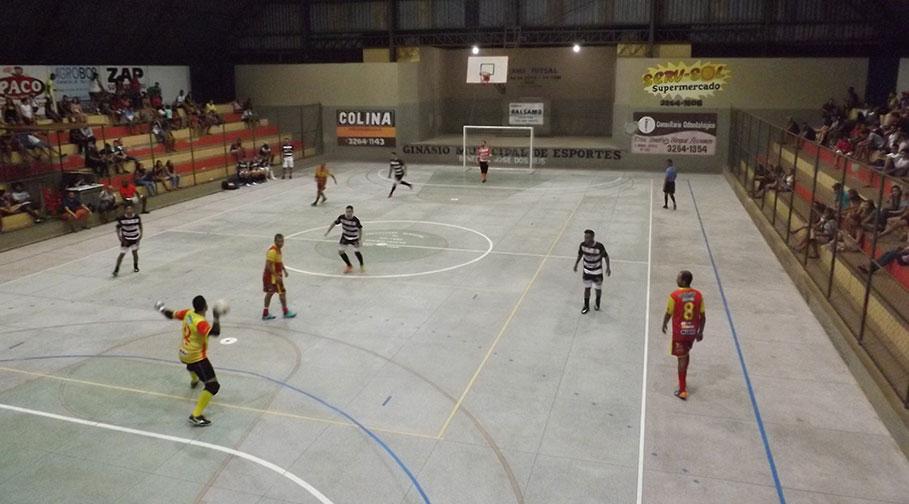 Prefeito Du prestigia final da 12ª Copa Bálsamo de Futsal