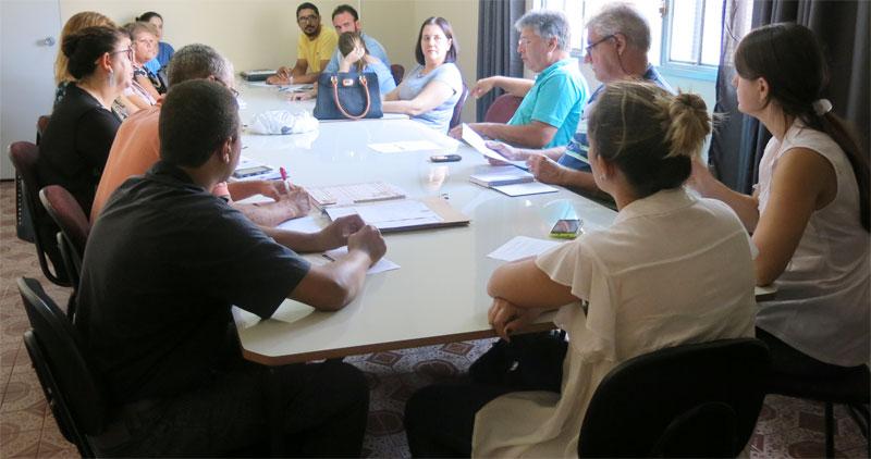 Reunião intersetorial no CRAS discute intervenções junto à população