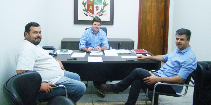 Prefeito recebe deputado estadual João Paulo Rillo em Bálsamo