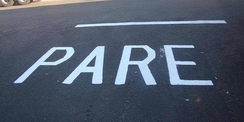 Pintura e sinalização de solo são feitas para melhorar trânsito em Bálsamo