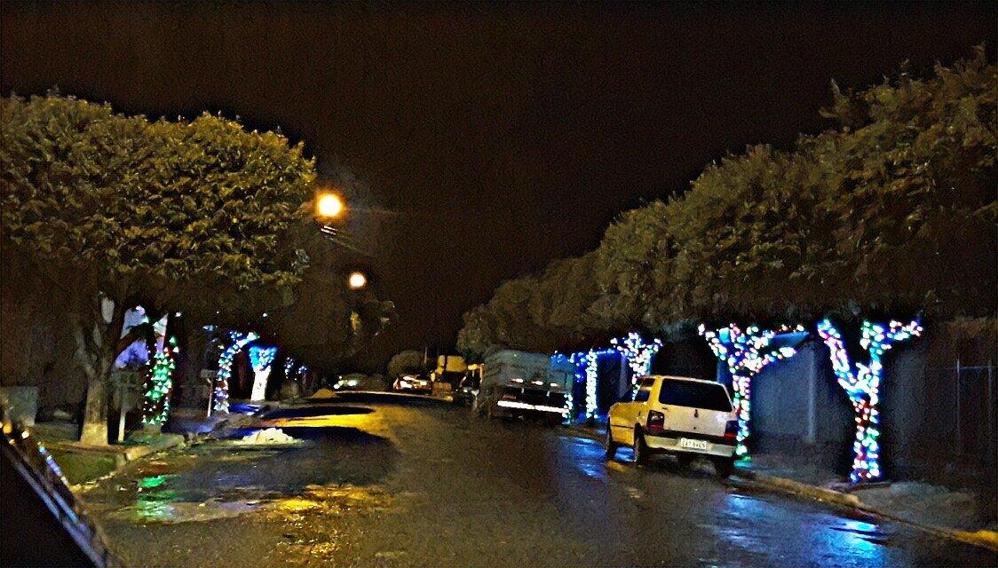 NO CLIMA: Moradores do CDHU entram no clima natalino e iluminam a rua onde moram