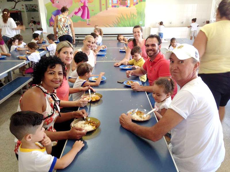 Primeira Dama Bia Steque Lourenço almoça na Escola João Flores