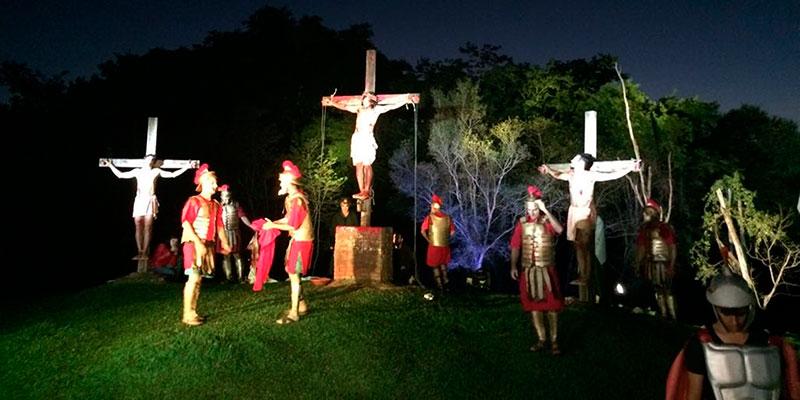 Encenação da Paixão de Cristo em Bálsamo reúne milhares de fiéis