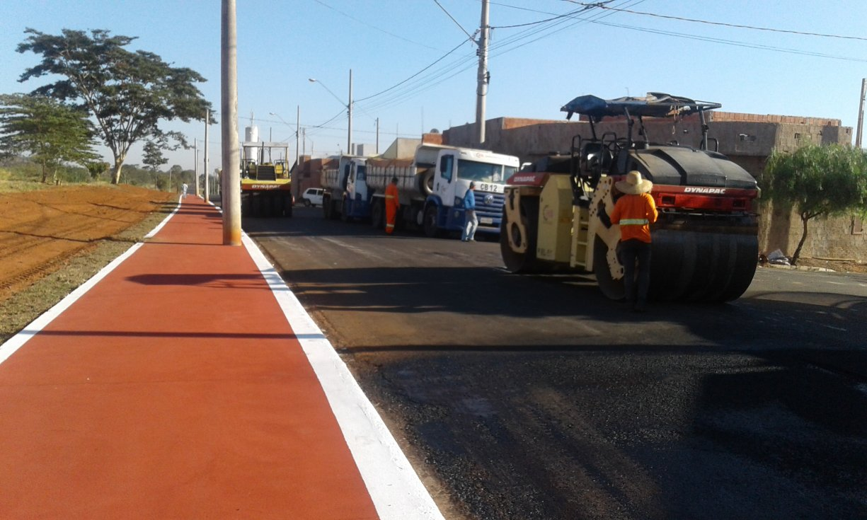 15 trechos de ruas na área central de Bálsamo recebem 15.000 m2 de pavimentação asfáltica