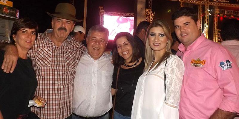 Prefeito Du Lourenço, vice Mônica e 1ª Dama Bia recepcionam amigos e familiares na estreia da 49ª Festa do Peão de Bálsamo