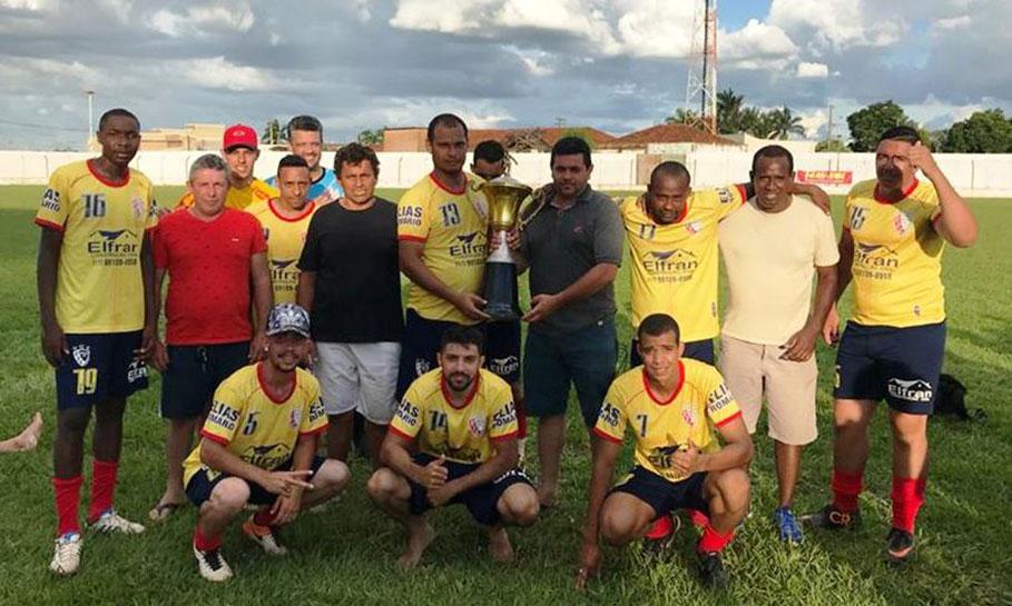 Prefeito prestigia Torneio Octogonal no Estádio Municipal