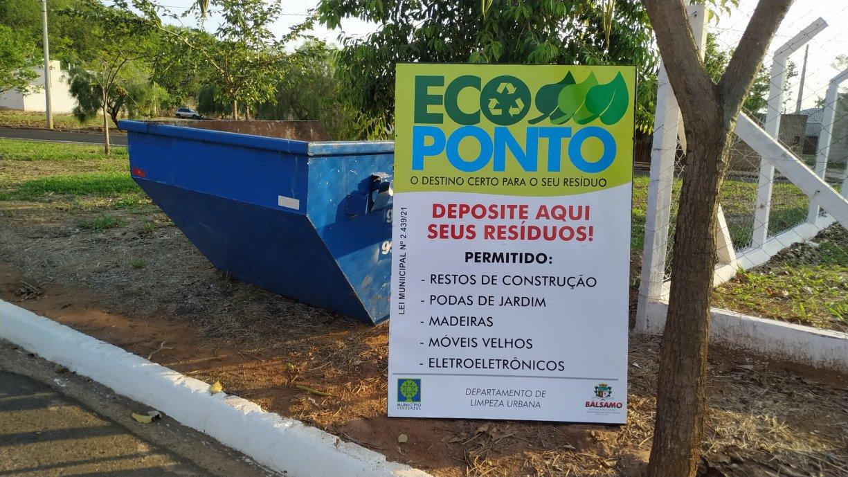 Governo de Bálsamo adota sistemas de caçambas para manter a cidade limpa