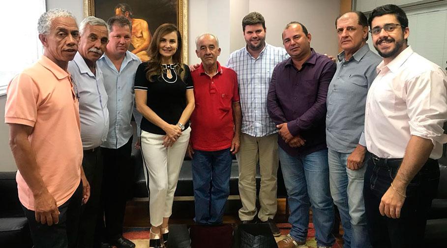 Prefeito segue em comitiva com vereadores em busca de recursos em São Paulo e aproveita a estadia para cobrar CDHU