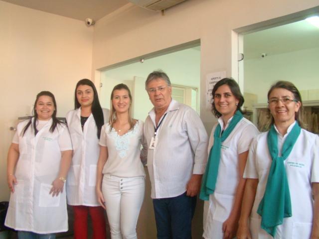 Entrega de uniformes aos profissionais da saúde