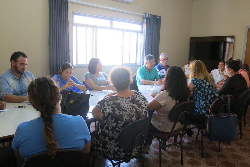 Reunião intersetorial no CRAS