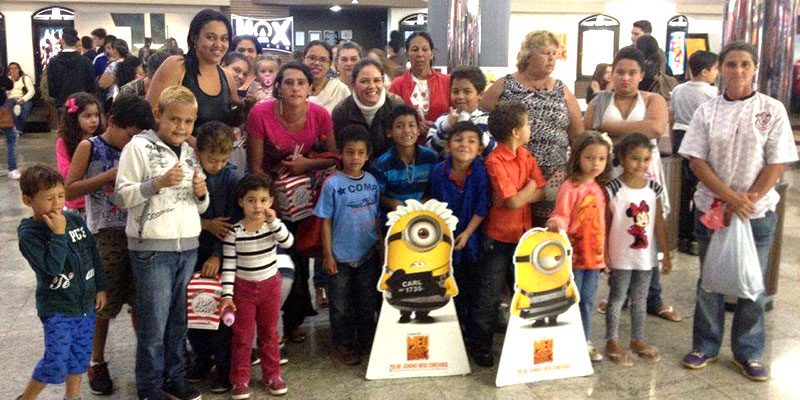 CRAS de Bálsamo oferece Cultura e Lazer e leva famílias assistidas para o cinema