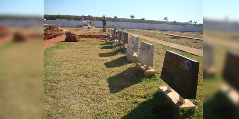 CETESB obriga município disciplinar Aterro de Lixo, Bica D'água do Distrito Industrial e Cemitério. Prefeito pede colaboração da população.