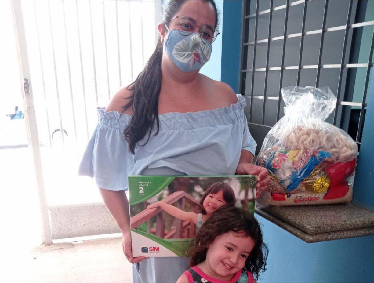 Kits merenda e pedagógico são entregues aos alunos da rede municipal de ensino