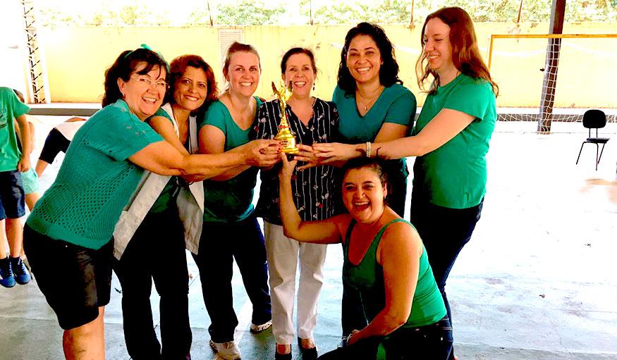 Escola Modesto Moreira realiza concurso de cantores com alunos da instituição
