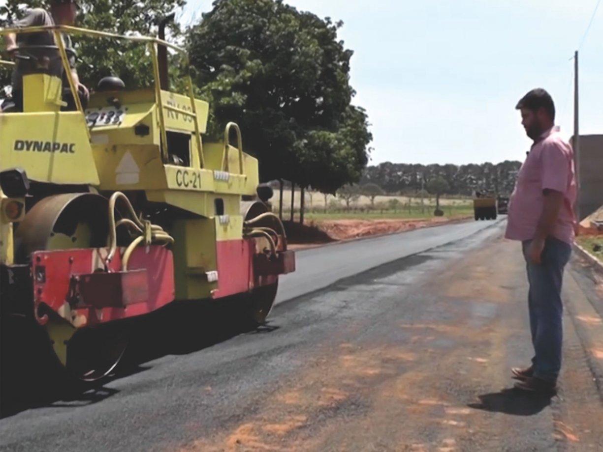 Ruas do Parque do Sol e do Recanto das Palmeiras recebem asfalto