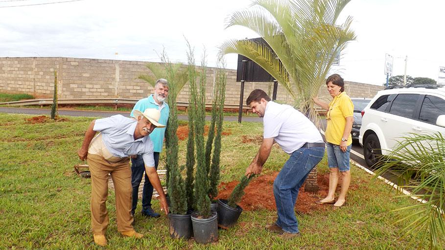 DIA DAS MÃES Mãe Natureza é grata à prefeitura pelo zelo na Regularização de Reflorestamento em Áreas Abandonadas.