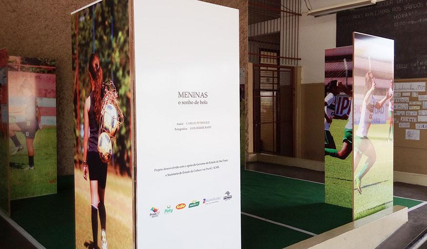 """Escola Joaquim recebe exposição fotográfica """"Meninas - O Sonho de Bola"""""""