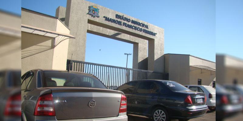 Estádio Municipal ganha letreiro em alto relevo e passa por readequações para obter alvará permanente de funcionamento