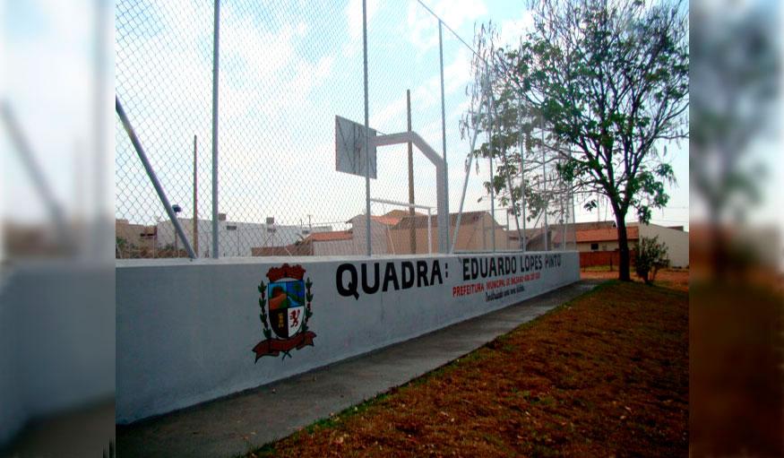 Prefeito entrega iluminação da Quadra Eduardo Lopes Pinto no Núcleo Habitacional André Franco Montoro (CDHU).