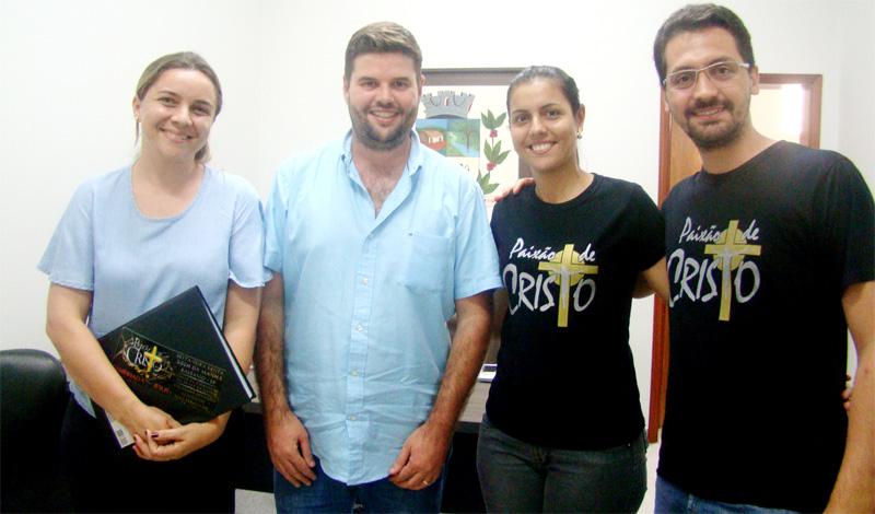 Prefeito Du Lourenço recebe equipe da encenação da Paixão de Cristo que será apresentada em abril deste ano em Bálsamo.