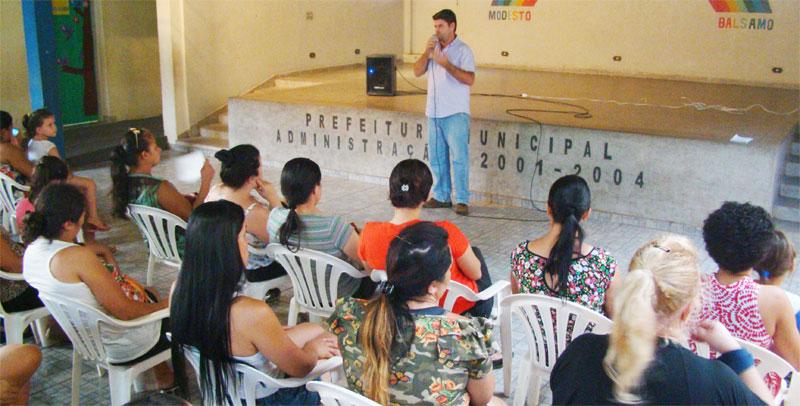 Na presença do prefeito Du Lourenço e demais autoridades municipais escola elege conselhos para 2017.